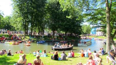 Lepelenburg Utrecht, zaterdag 8 augustus. Het weer, zonnig en 24  graden, is zowel voor deelnemers als toeschouwers en passanten perfect.