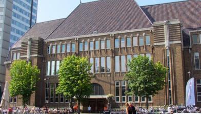 Of een terrasje pakken op de Neude bij wat straks de Centrale Bibliotheek gaat worden.