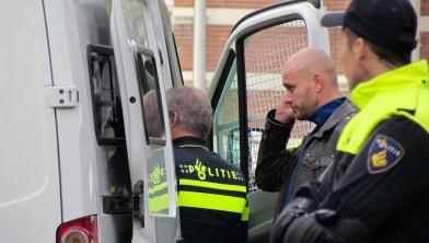 De politie onderhoudt onderling contact...