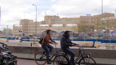 Het Smakkelaarsveld, fietsers en fietsen, troosteloos, maar...