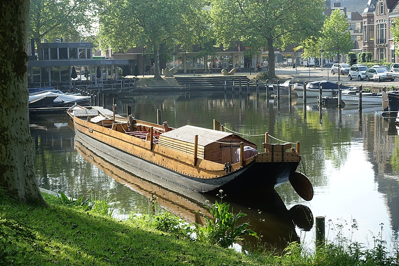 While sailing through the waters of the city center of Utrecht, the Roman Ships Utrecht Foundation wants to offer informative and educational packages