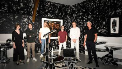 Merel Schöffel en Bas Wessels (trive), Sietze de Jong (tap-art), Erik Odijk (trive), Bart Rutten (artistiek directeur Centraal Museum) en Henk Christophersen (algemeen directeur Fonds 21)
