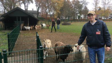 Joris van Kuijk is beheerder van de noodlijdende kinderboerderij