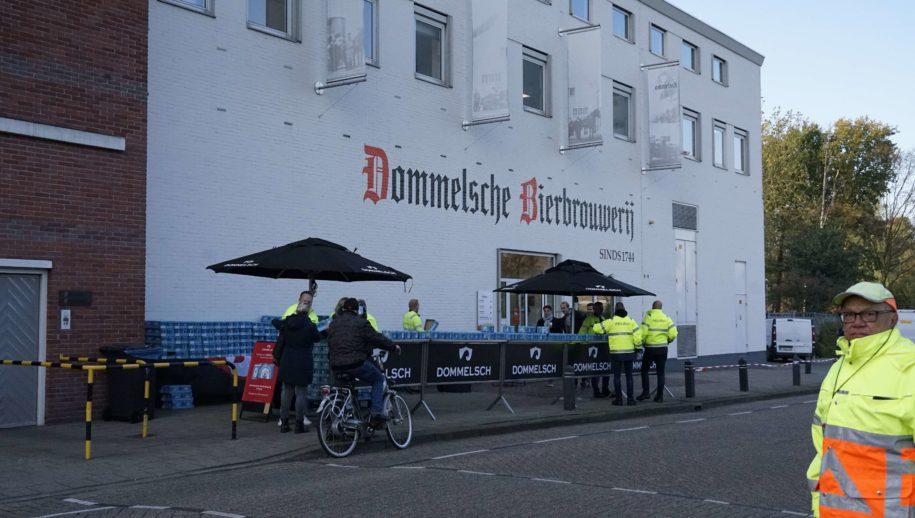 Woensdag deelde Dommelsch 9000 blikjes 0.0-bier uit aan voorbijgangers