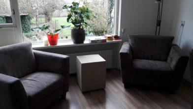 Piet Klerkx Waalwijk : Piet klerkx schenkt nieuwe meubels voor buurtkamer lointhoven in