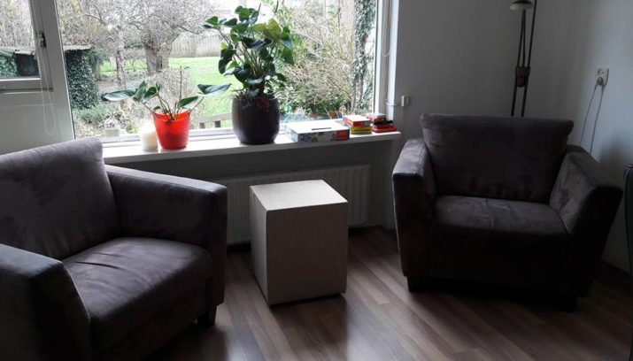 Piet Klerkx Rotterdam : Piet klerkx schenkt nieuwe meubels voor buurtkamer lointhoven in