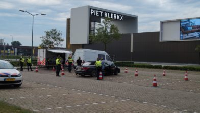 Piet Klerkx Waalwijk : Politiecontrole met belasting en douane bij piet klerkx waalwijk