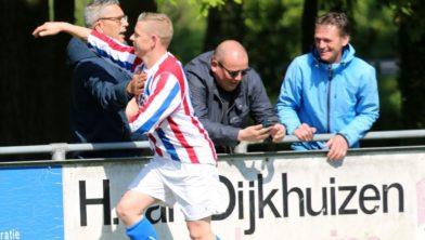 Vreugde bij Peter van Beek na zijn eerste competitietreffer van het seizoen