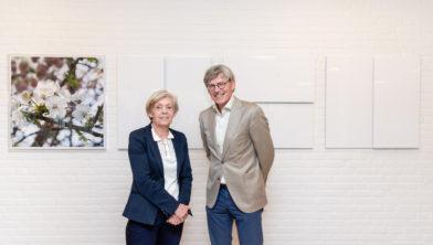 Ine Vermee en Bart Berden poseren vóór het vierluik.