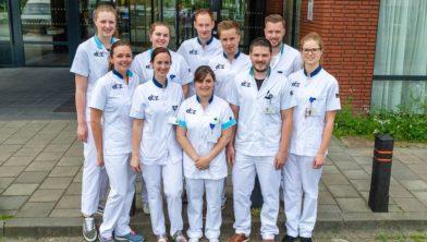 Een grote groep gediplomeerd verpleegkundigen start gelijktijdig met de vervolgopleiding op de Spoedeisende Hulp.