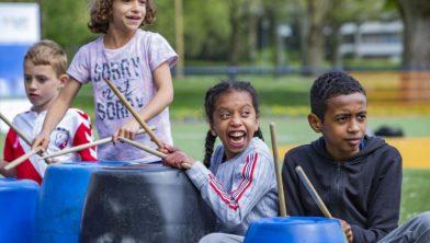 Kinderen tot 15 jr. zijn welkom op het Cruyff Court om zich uit te leven met sport én creatieve en culturele activiteiten.