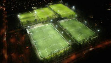 Sportpark Eikendonk bij avond, alle velden voorzien van duurzame LED verlichting