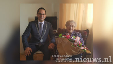 Burgemeester Adriaansen en mevrouw Plompen-Rommers