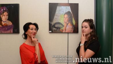 Links Suzana en rechts model Djoni Kil uit Putte