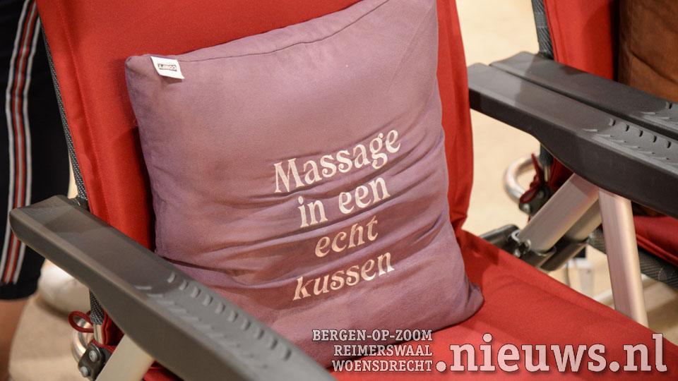 Ook tegengekomen op de Kampeer en Caravanbeurs: Kussens die je rug een aangename massage geven.