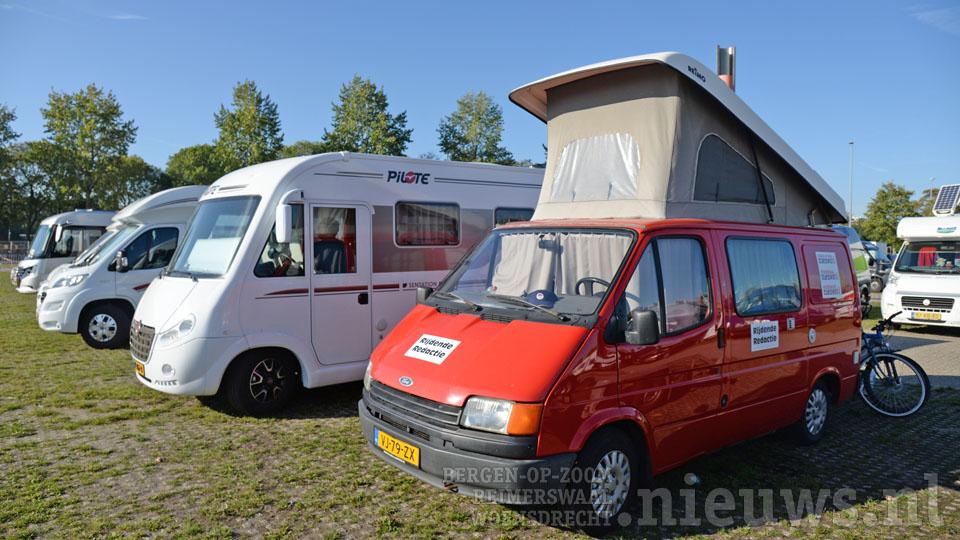 De rijdende redactie op het terrein van de Kampeer en Caravanbeurs in de Jaarbeurs in Utrecht