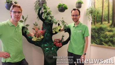 DigiTuin vrijwilligers Michael den Otter (links) en Arnie Tak (rechts)