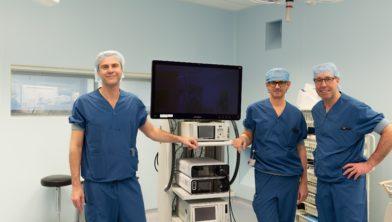 Vlnr: Chirurgen Denis Susa en Hans Fabry en zorgmanager OK William Minderhoud.