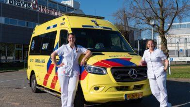 IC/SEH-verpleegkundigen Miranda Biemans (links) en Carolien Dubbelman starten op 1 september met de opleiding tot ambulanceverpleegkundige bij de RAV Brabant Midden-West-Noord.