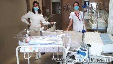 Verpleegkundige Bianca Oostvogels en Marloes Otte