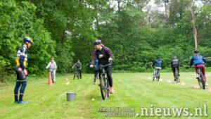 Mountainbiken met jonge mantelzorgers