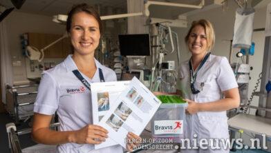 Fysiotherapeuten Annabelle de Backer (l) en Kalijn Nikkels