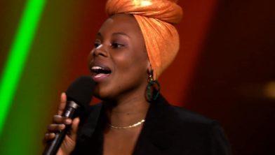 Cécile Buteau tijdens haar optreden bij The voice of Holland