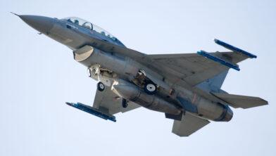 De F-16 Fighting Falcon MLU (midlife update) is een multifunctioneel jachtvliegtuig.