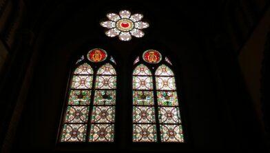 Glas-in-loodramen in de St. Annakerk in Bergharen