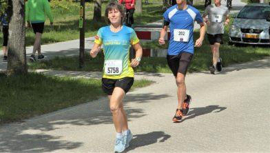 Aleida Groothoff in de Lauwersmeermarathon