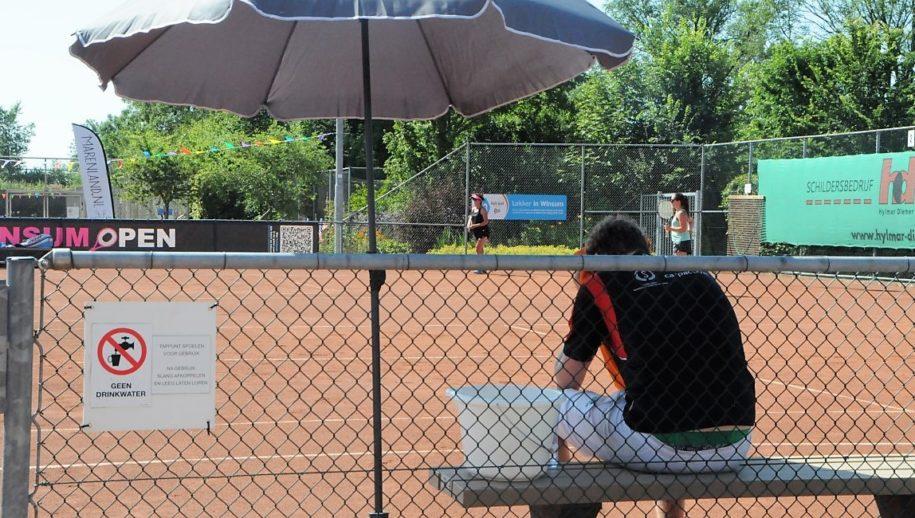 Hitte beheerst tennistoernooi