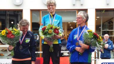 Gonny Houtman na de winst op de 10 km in Zuidlaren