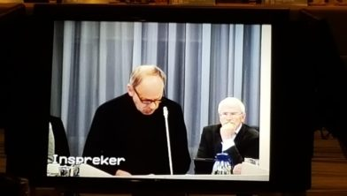 Piet Tuinman spreekt de gemeenteraad toe.