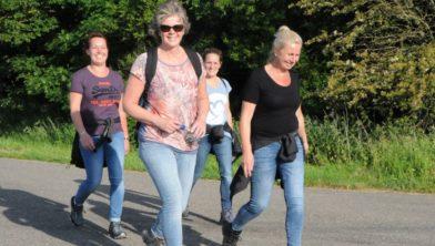 Vrolijke wanderlaarsters tijdens wandel4daagse Uithuizen 2019