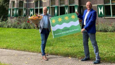 Wethouder Harmannus Blok en Emme Groot, bestuursvoorzitter EBG (r)
