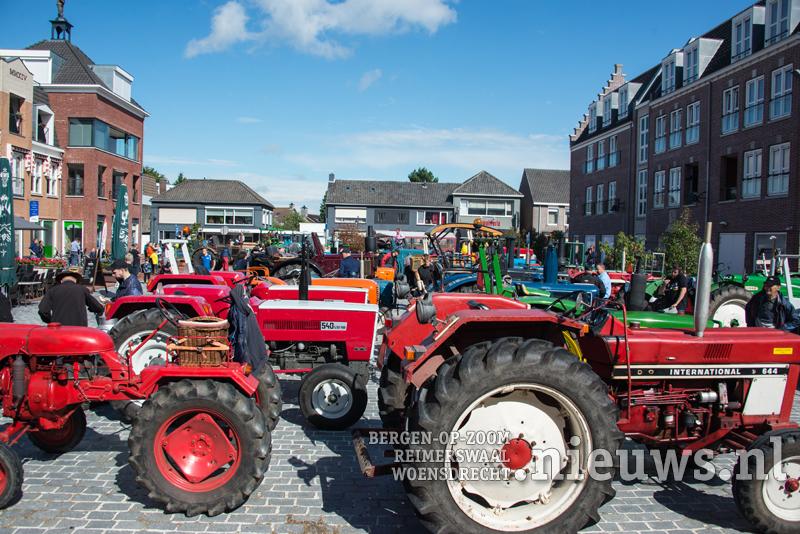 Tractorendefilé Weonsdrecht