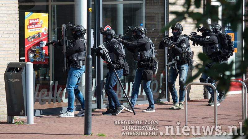 https://cdn.nieuws.nl/media/sites/384/2017/09/12165736/20170912_Hoo_Politiefilm_001.jpg