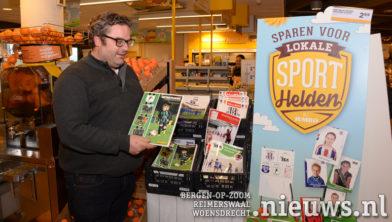 Paul Lucius met zijn plaatjesboeken