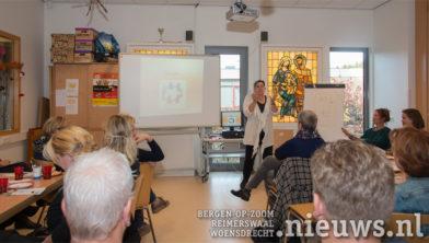 Marian Janssen presenteert