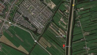 De Vaartdijk rechts met links de woningen van Saendelft.
