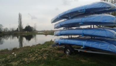 De kano's zijn er klaar voor.