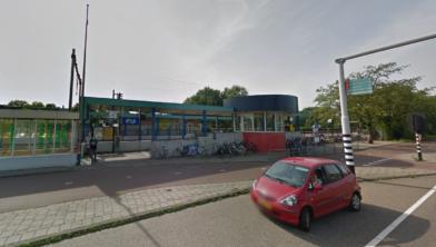De enige daler: station Koog aan de Zaan.