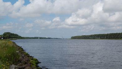 Niet alleen een obstakel: het Noordzeekanaal kan ook een energiebron zijn.