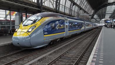 Een Eurostar op Amsterdam Centraal.