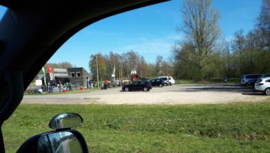 De parkeerplaats bij de avonturenspeelplaats in Het Twiske, gisteren.