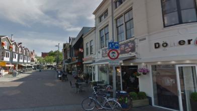 Er wordt nu ook gehandhaafd op het fietsverbod in de Damstraat (beeld uit juni 2018).
