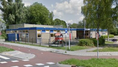De Jongerenwinkel is wegens gebleken succes verkast naar de Poelenburcht.
