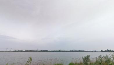 Uitzicht over de Noorder IJplas vanaf de Zaanse kant.