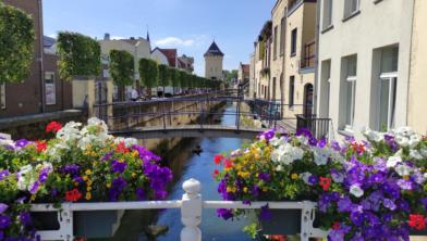De Geul in Valkenburg in een normale zomer.