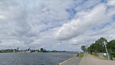 Het Noordzeekanaal gezien vanaf de Hemkade.